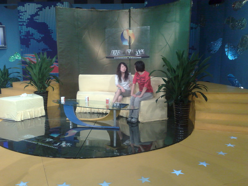 B TV INTERVIEW SET