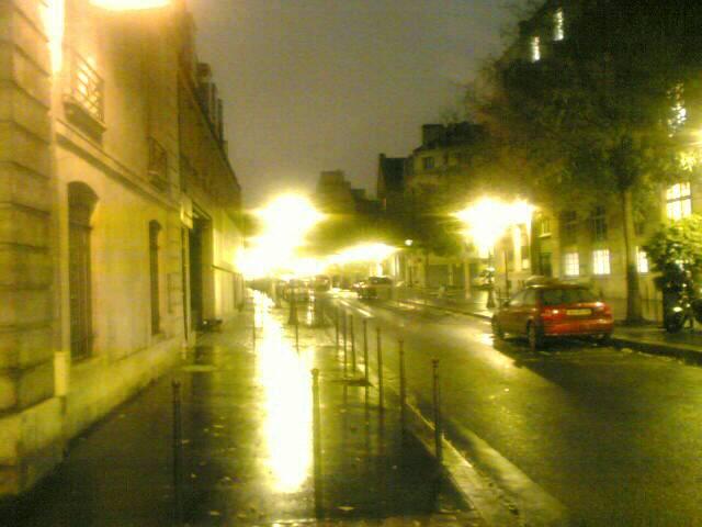 Mon 22/11/2004 18:07 walking in the rain